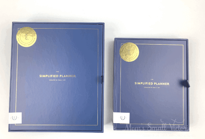 The Daily Simplified Planner Review. Size comparison of the daily Simplified Planner in box on the left and the weekly on the right.